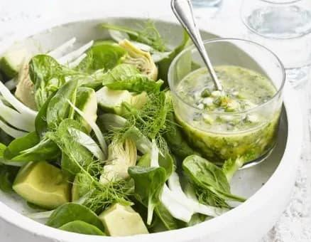 Recette-diététique-Salade d'avocat épinards artichauts sauce verte