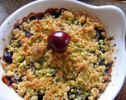 Recette-diététique-Crumble-cerises-pistaches